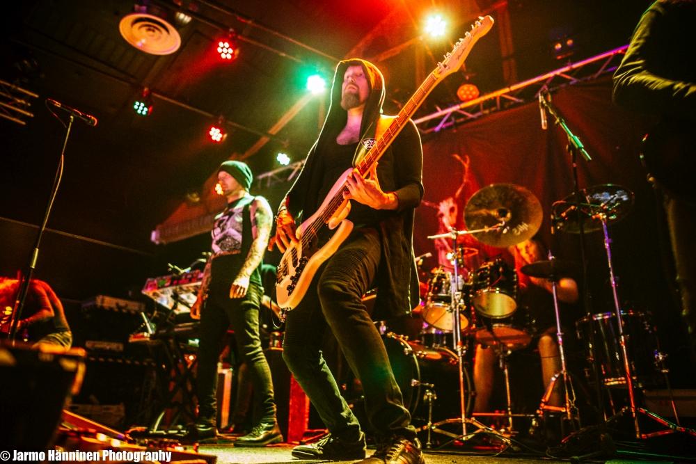 """Swallow The Sun julkaisi videon """"Don't Fall Asleep (Horror, Pt. II)"""" tulevalta livealbumilta"""