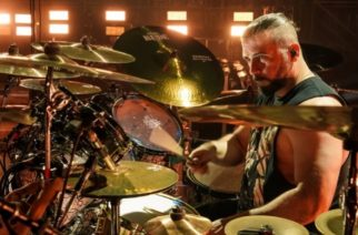 """System Of A Downin John Dolmayan: """"Mitä enemmän rahaa ja mainetta, sen vaikeammiksi asiat muuttuvat"""""""