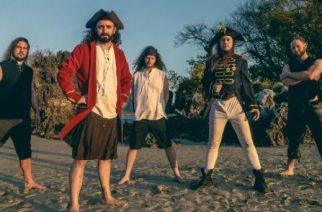 """Ahoy! Alestorm julkaisi musiikkivideon """"Pirate Metal Drinking Crew"""" -kappaleestaan"""