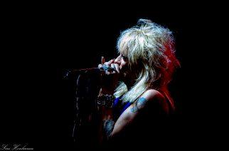 Michael Monroe soitti tunnelmallisen unplugged-keikan loppuunmyydyssä On The Rocksissa perjantaina – katso kuvat keikalta