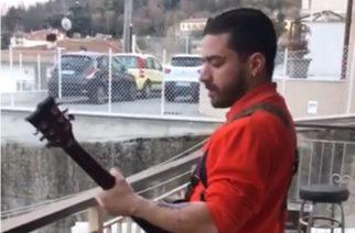 """Kevennystä koronakaranteenin keskelle: italialainen metallikitaristi soitti Slayerin """"Raining Blood""""-kappaletta parvekkeellaan"""