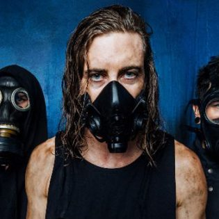 """In Hearts Wake julkaisi ensimmäisen uuden kappaleensa kolmeen vuoteen: """"Worldwide Suicide"""" kuunneltavissa"""