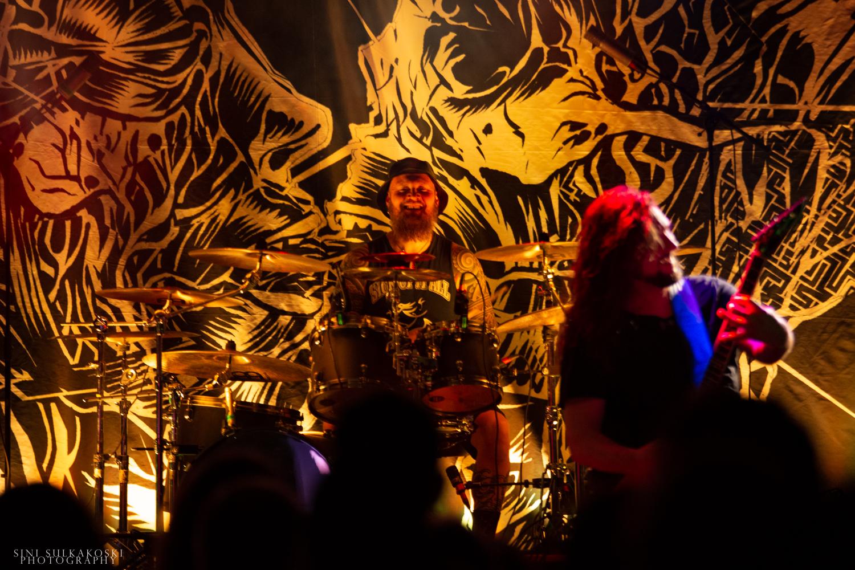 """Haastattelussa Rock In The City -festivaalikiertueeseen valmistautuvan Mokoman rumpali Janne Hyrkäs: """"Katse on vahvasti tulevaan päin, on siellä sitten odottamassa livekeikkoja tai uusia biisejä."""""""