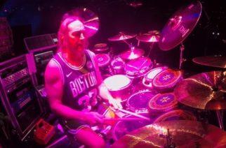 """Tool-rumpali tositoimissa: katso video miehestä soittamassa """"Pneuma""""-kappaletta Bostonin-keikalla"""