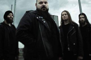 """Decapited-kitaristi Hubert Więcekin toinen yhtye Banisher julkaisi musiikkivideon kappaleelleen """"Extradition"""""""