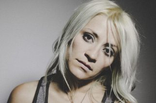 """Flyleafin entinen laulaja Lacey Sturm julkaisee toukokuussa uuden singlen """"The Decree"""""""