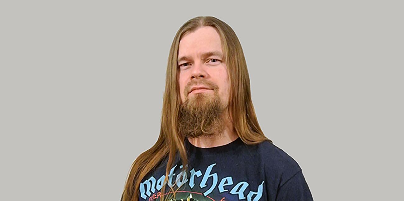 Iisalmen kaupunginkirjasto striimaa tiistaina death metal -teemaillan: vierailijana muusikko Markus Makkonen