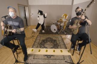 """The Offspring liittyi myös karanteenivideoiden tekijöihin – näin kulkee kappale """"Here Kitty Kitty"""""""