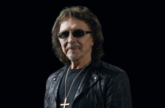 """Black Sabbathin Tony Iommi bändin mahdollisuudesta nousta vielä keikkalavoille: """"Haluaisin ehdottomasti vielä soittaa heidän kanssaan, vaikka en usko sen enää tapahtuvan"""""""