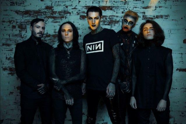 """Motionless In White julkaisi striimikeikalla kuvatun videon """"Creatures X: To The Grave"""" -kappaleestaan"""