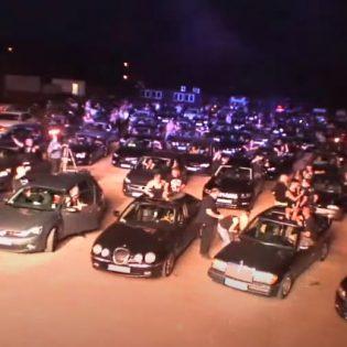 Doron ainutlaatuinen drive-in-konsertti katsottavissa ammattilaisten kuvaamana kokonaisuudessaan
