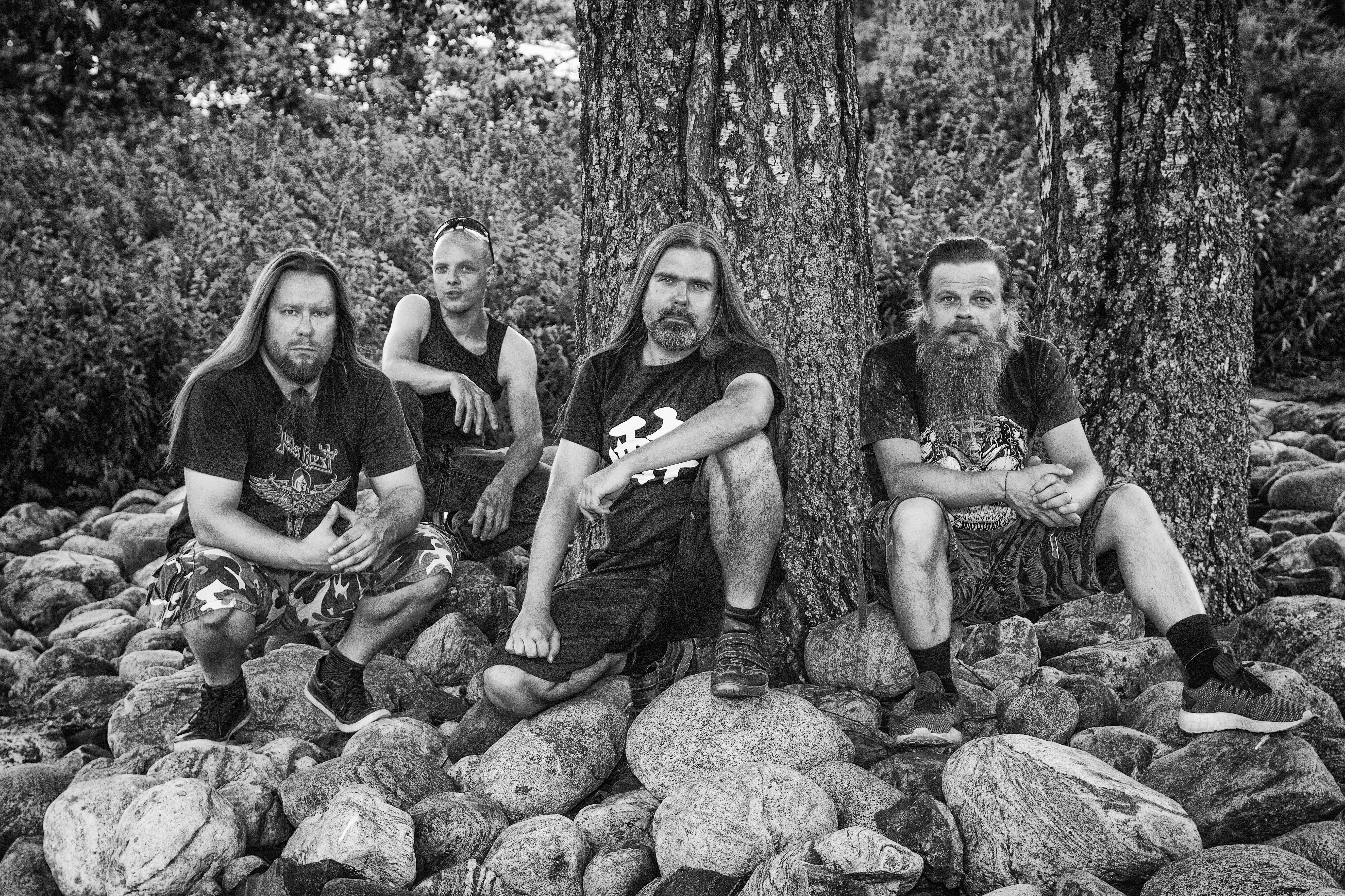 "Perpetual Ragelta uusi musiikkivideo ""Metal Angels"""