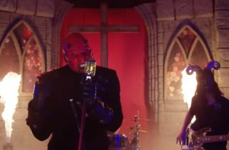 "Entisen Five Finger Death Punch -rumpali Jeremy Spencerin kipparoimalta Psychosexual-yhtyeeltä video ""Baby On Fire"" -kappaleesta"