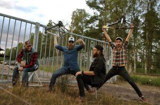 """In Mourningin ja Ahabin jäsenistä koostuva Svärd julkaisi lyriikkavideon kappaleelleen """"The Burning Asylum"""" – tuore EP julkaistaan heinäkuussa"""