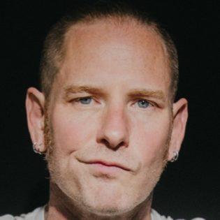 """Corey Taylor tulevasta sooloalbumistaan: """"Minulla oli viimeksi yhtä hauskaa studiossa Slipknotin debyyttialbumin nauhoitusten aikaan"""""""
