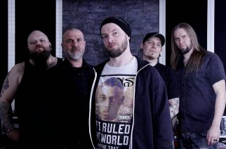 """KaaosTV jututti lokakuussa uuden """"Quatuor Post Nihil"""" -nimisen EP:n julkaisevan Dead Shape Figuren Juhani Flinckin: """"EP tulee olemaan silkkaa turpaanvetoa alusta loppuun"""""""