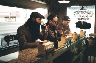 """Post-punkin, metallin ja new waven kanssa flirttaileva Four Stroke Baron julkaisi coverin Chvrchesin kappaleesta """"Lungs"""""""