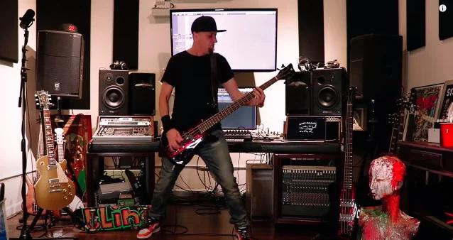 System of a Downin Shavo Odadjian esittää Sepulturan...