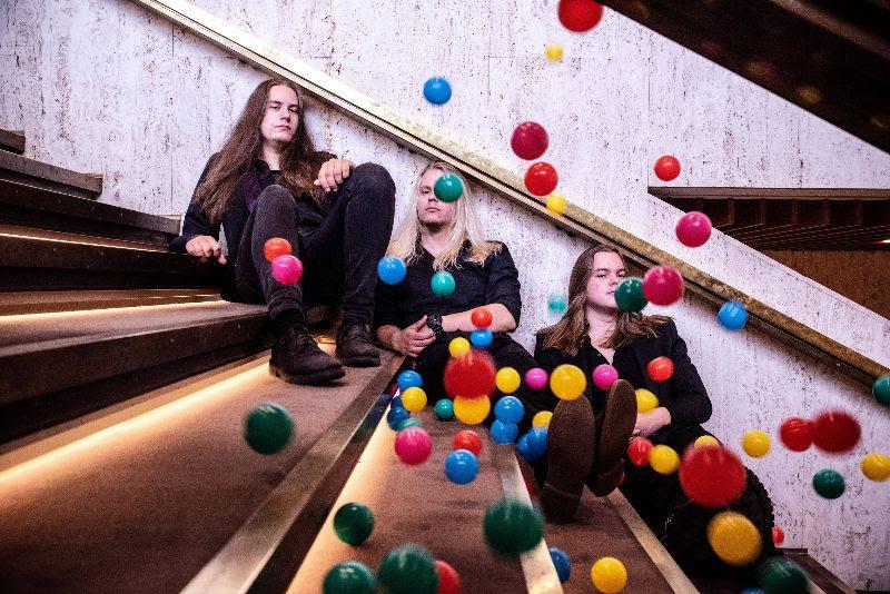 """Turkulainen AvAciA tekee kunniaa Alexi Laiholle ja julkaisee tribuuttinsa Children Of Bodomin """"Kissing The Shadows"""" -biisistä: """"Alexi oli kiistaton esikuva kaikille meidän ikäluokan muusikoille"""""""