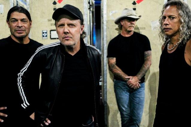 """Metallica kaavailee juhlallisuuksia elokuussa 30 vuotta täyttävän """"Black""""-albumin kunniaksi"""