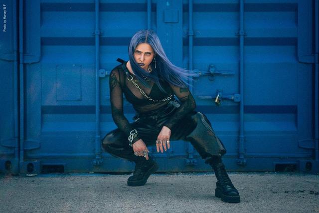 """Metallimusiikin uudelta suunnannäyttäjältä Mimi Barksilta kuunneltavissa uusi kappale """"Guess What"""""""