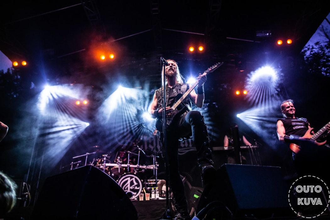 """Ensiferum Euroopan kiertueelle Dark Tranquillityn kanssa: uusi video """"Run From The Crushing Tide"""" -kappaleesta"""