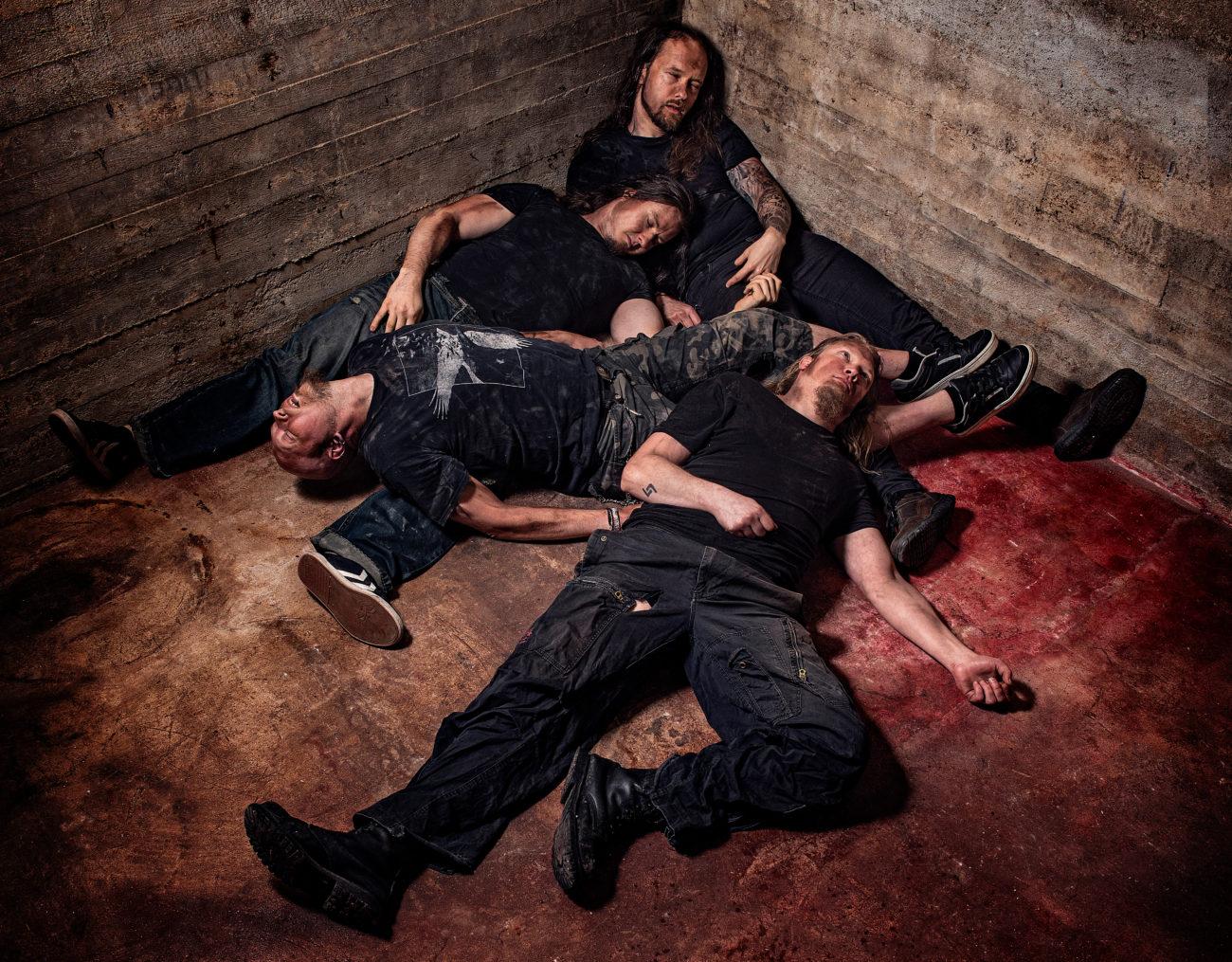 """Curimus julkaisi videon """"72""""-kappaleestaan: biisissä kuullaan Hellin laulajaa David Boweria"""