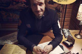 """Jarkko Martikaisen """"Lihavia Luurankoja – laulujen sanat ja tarinat"""" on reflektoiva kirja muusikon elämästä ja laulujen sanoista"""