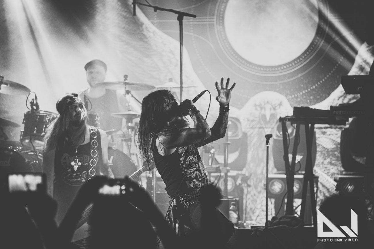 """Amorphis julkaisee toukokuussa livealbumin keikaltaan Helsingin jäähallissa: esitys """"Daughter Of Hate"""" -kappaleesta kuunneltavissa"""