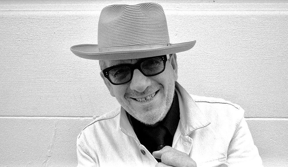 """Elvis Costellon tänään julkaistu """"Hey Clockface"""" -albumi on äänitetty osin Suomenlinnassa"""