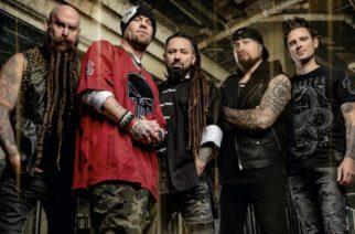 """Five Finger Death Punchin kitaristi kumoaa bändin tuoreella videolla kommunisteihin rinnastetut kasvomaskien käyttäjät: """"Se on fiktiivinen tarina"""""""