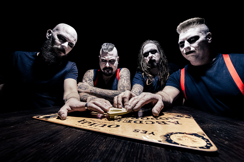 """Rock-yhtye puhuu mielenterveysongelmien avoimuuden puolesta – Flesh Roxonilta ajankohtainen single """"Let's Fucking Die"""""""