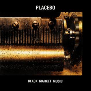 """Albumi, joka ei ole Brian Molkon suosikki, mutta joka on silti hieno kokonaisuus – arviossa Placebon 20-vuotias """"Black Market Music"""""""