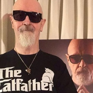 Judas Priestin Rob Halford listaa 10 kaikkien aikojen suosikkialbumiaan: listalla mm. Panteraa, Queenia sekä Black Sabbathia
