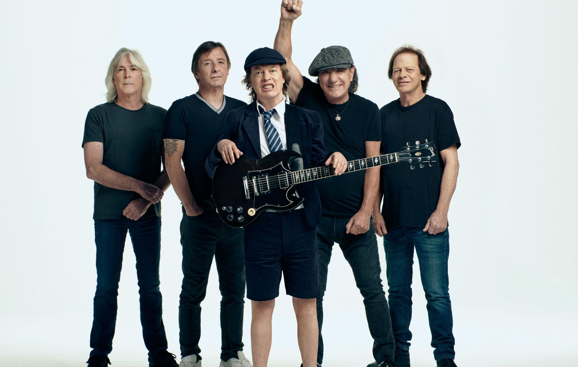"Australialaiselta rockin legendalta AC/DC:ltä video ""Witch's Spell"" -kappaleesta"
