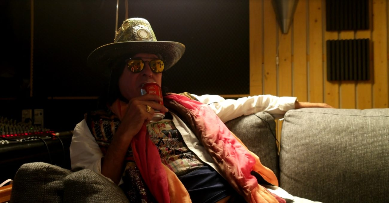 """""""Maailma ilman musiikkia olisi tylsä paikka"""": Rocklegenda Andy McCoysta julkaistiin lyhyt dokumentti"""
