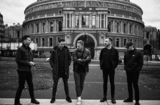 Lauantai, jona The Royal Albert Hall täyttyi metalcoren mylvinnästä – Architectsin striimikeikka suuressa, tyhjässä konserttisalissa oli täynnä patoutunutta energiaa