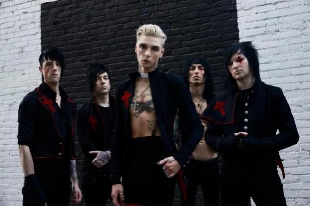 """Black Veil Bridesilta uutta musiikkia """"Scarlet Cross"""" -kappaleen muodossa: uusi albumi luvassa ensi vuonna"""