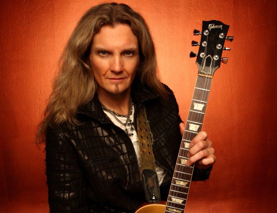 """Whitesnake-kitaristi Joel Hoekstralta uusi """"Running Games"""" -albumi helmikuussa"""