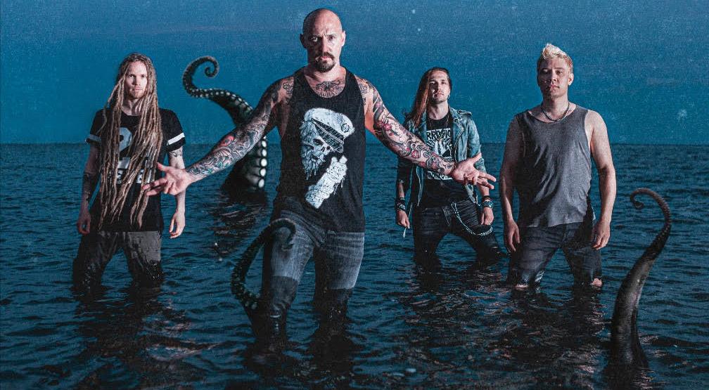 """Oceanhoarsen massiivinen """"Reaching Skywards"""" antaa ääneen sorretuille – Lyriikkavideo komppaa tulevan albumin ehkä tarttuvinta singleä"""