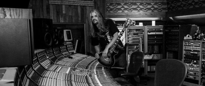 Toolin kitaristin Adam Jonesin uusia nimikkokitaroita varastettiin 95 000 dollarin arvosta kuorma-autopysäkiltä
