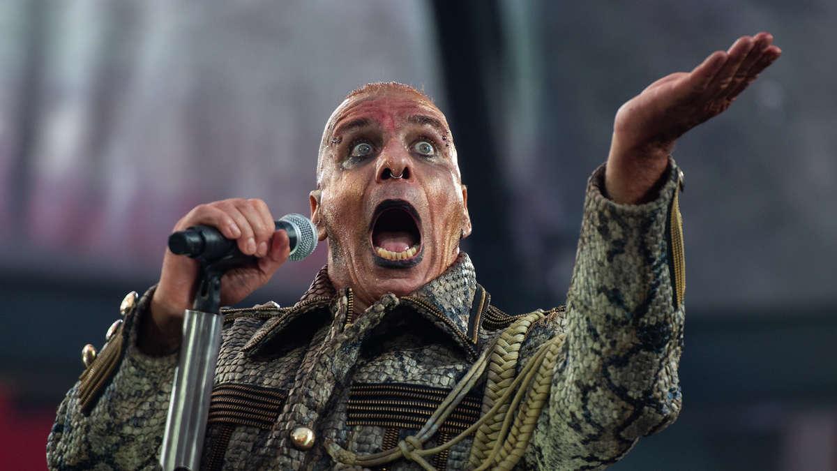 Till Lindemann myy Doctor Dick -verkkokaupassaan viinaa ja vibraattoreja