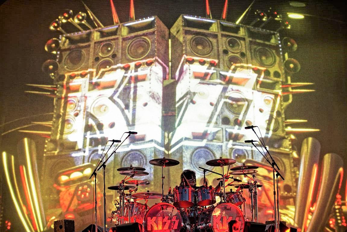 Yhdysvaltalainen rockin suuruus Kiss päätti vuoden 2020 maailmanennätyksiä rikkoneella striimikeikallaan: keikka katsottavissa kokonaisuudessaan