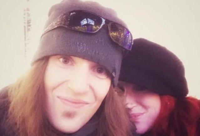 """Alexi Laihon leskeksi jäänyt puoliso Kelli Wright-Laiho kiittää faneja saamastaan tuesta: """"Olemme aivan rikki"""""""