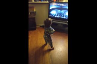 Tool sopii myös pikkulapsille: näin sujuu taaperolta tanssiminen progebändin tahtiin