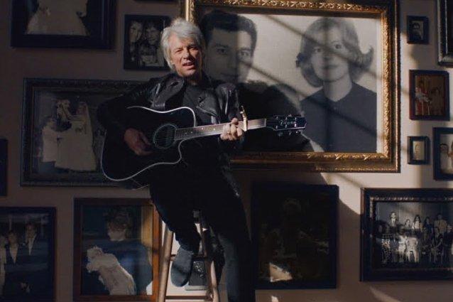 """Hempeilyä perjantaille: Bon Jovi julkaisi videon """"Story Of Love"""" -kappaleestaan"""