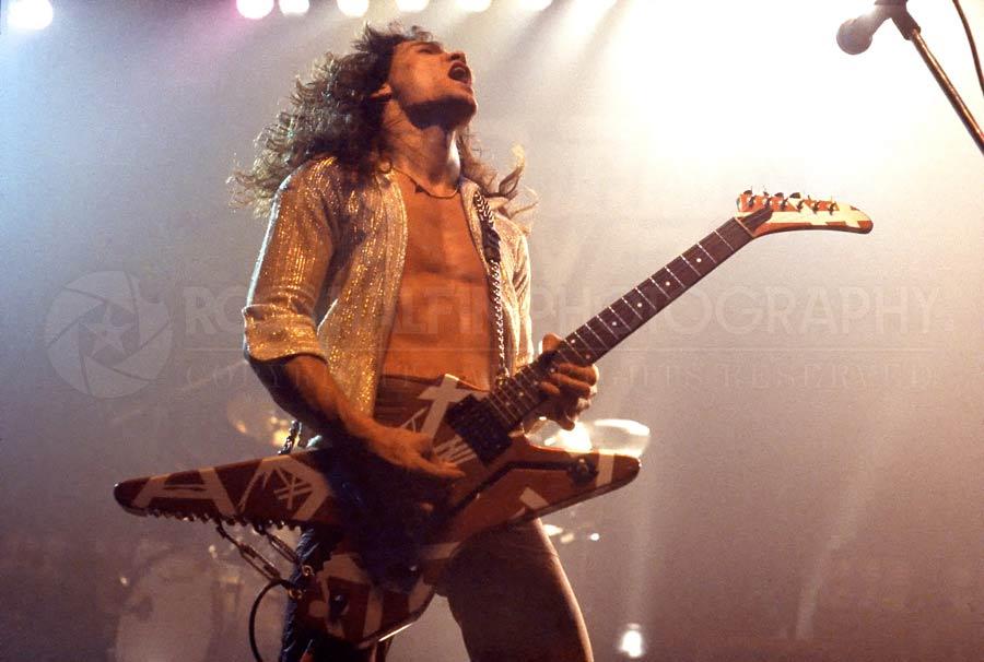 Rock-valokuvaaja Ross Halfin julkaisee Eddie Van Halen -kuvakirjan