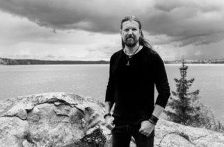 """Amorphis-kitaristi Esa Holopainen julkaisi soolokappaleensa """"Ray Of Light"""": mukana Leprous-kultakurkku Einar Solberg"""