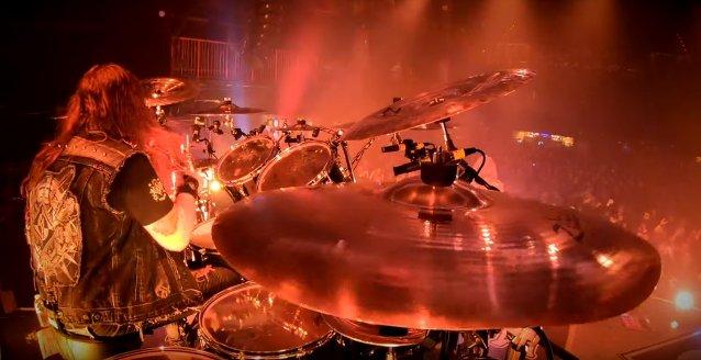 """Machine Headin Matt Alston julkaisi rumpuvideon """"Bulldozer""""-kappaleesta taannoiselta kiertueelta"""