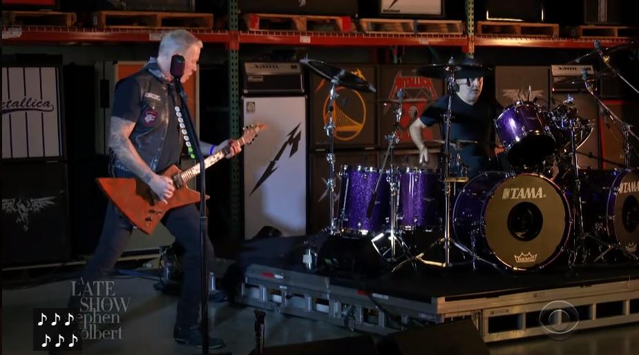 """Metallica soitti vuoden ensimmäisen keikkansa The Late Show with Stephen Colbertissa: video """"Enter Sandman"""" -kappaleen esityksestä katsottavissa"""